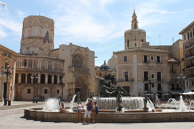Old Town Guided Tour: Photo Opportunity at Plaza de la Virgen