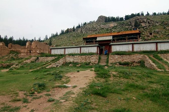 1 Day Horseback Riding and Manzushir Monastery visit Including Lunch