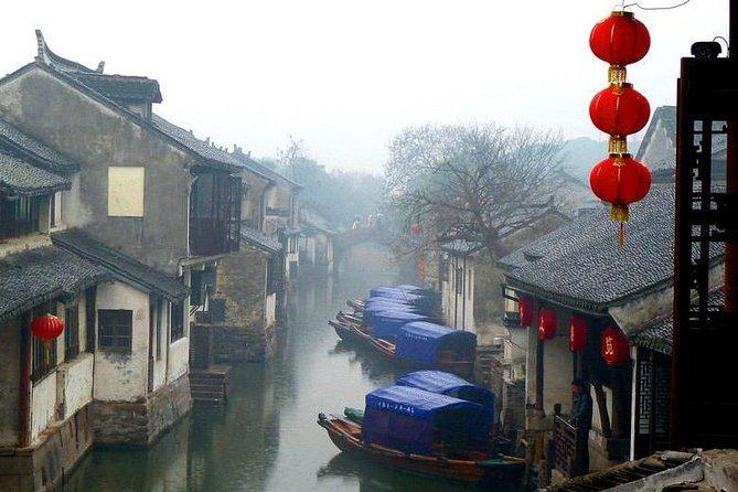 Suzhou Private Tour with Jinji Lake and Zhouzhuang Water Town including Lunch
