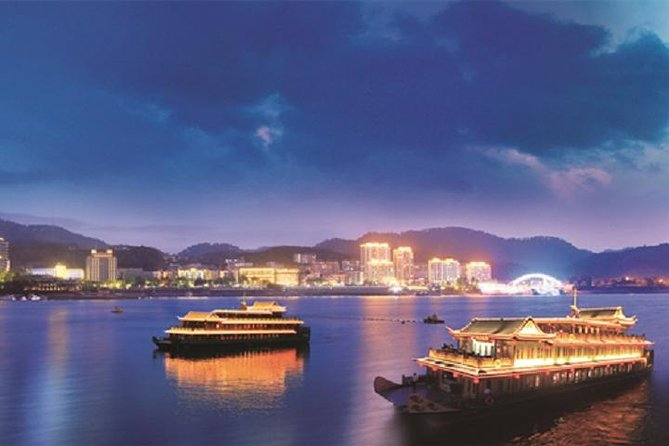 Private 2-Day Tour to Qiandao Lake from Shanghai with Hotel Accommodation