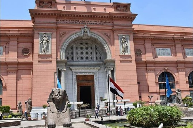 Tour of Egyptian Museum and Giza pyramids with Hotel Pickup & drop off