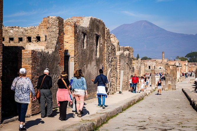Pompeii & Naples Round-Trip Bus from Rome & Skip the Line Ticket
