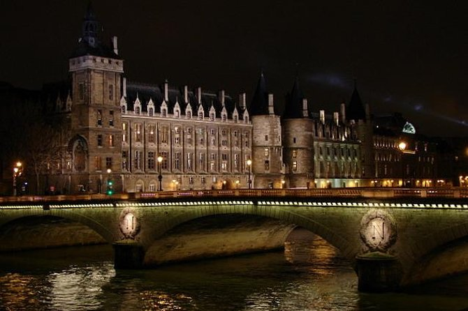 Ghosts, Mysteries and Legends Night Walking Tour of Paris photo 3
