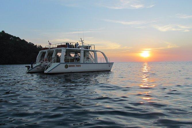 Catamaran Cruise from Manuel Antonio with Snorkeling