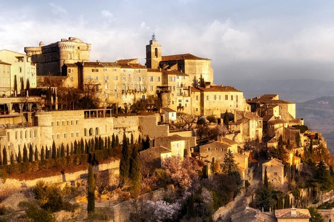 PRIVATE Full Day Provence Villages and Historical Monuments Walking Tour from Avignon