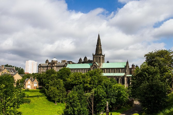 from Edinburgh: Glasgow and New Lanark tour in Spanish