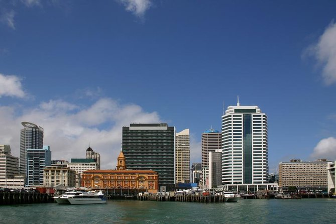 Departure Transfer: Auckland Central City Centre to Auckland Airport