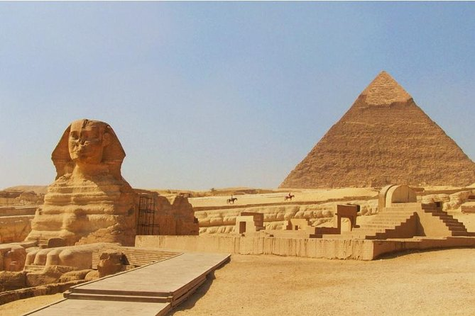 Giza Pyramids and Egyptian Museum with Dinner at Nile Cruise