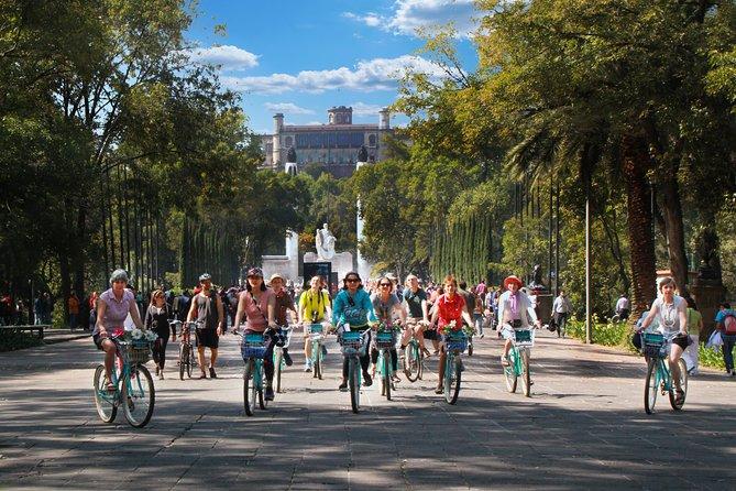 DEL EMPERADOR Chapultepec & Paseo de la Reforma Historical bike tour