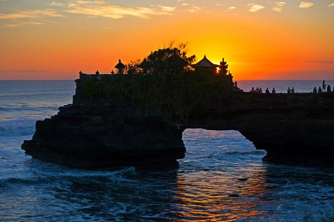 Private Tour: Bali Pottery Making Workshop and Sunset at Tanah Lot Temple