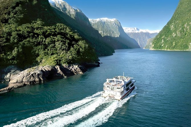 Milford Sound Tour from Te Anau to Queenstown