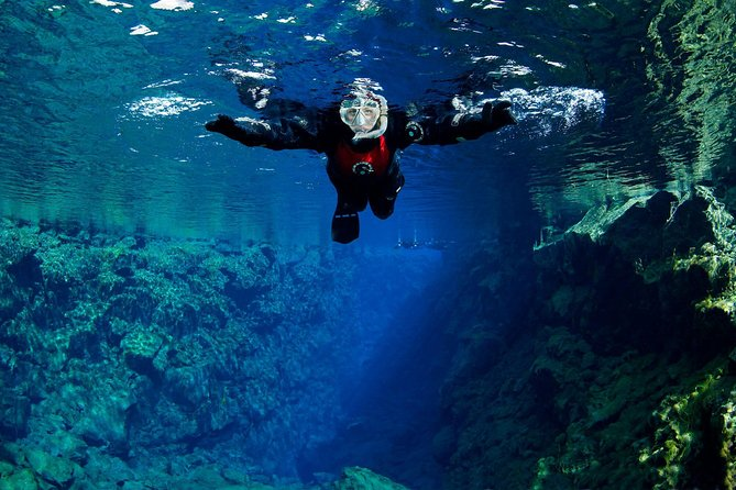 Recorrido de buceo por Silfra con servicio de recogida