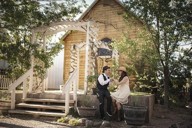 Ceremonia de boda: la capilla occidental en Bonnie Springs
