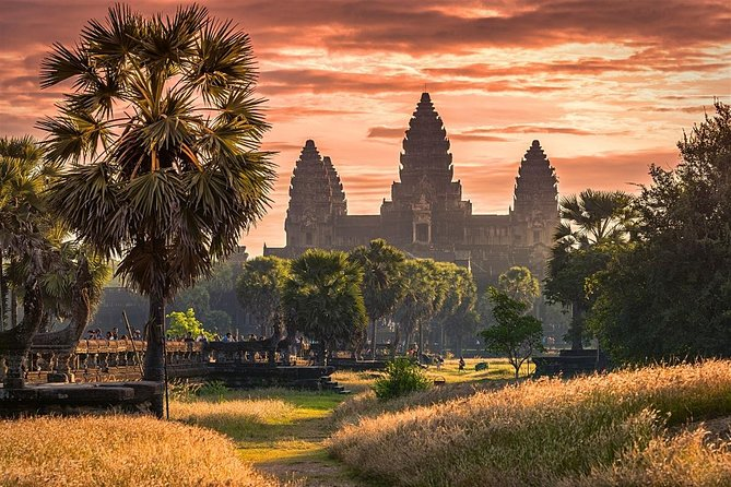 Siem Reap and Phnom Penh Highlights in 5 days from Angkor Wat