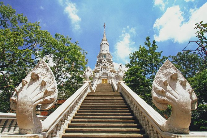 Private Oudong Tour and Tonle Sap River Cruise from Phnom Penh