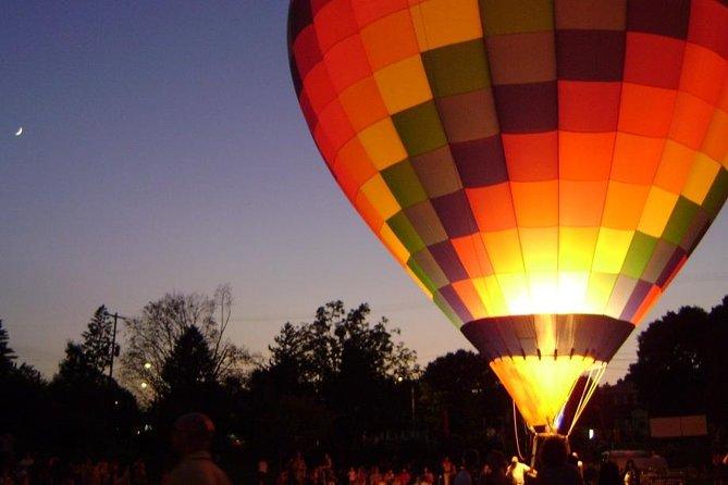 Vol de ballon d'air chaud de Vilnius dans la nuit