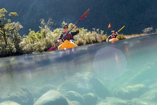 Milford Sound Scenic Flight with Cruise and Kayak Tour