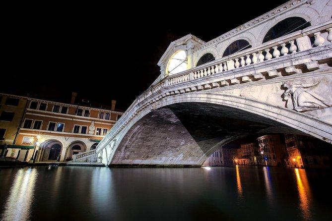 Venice: Private Gondola Ride off the Beaten Path by Night