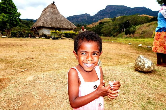 Full-day Nalesutale Village and Fijian Culture Tour from Nadi