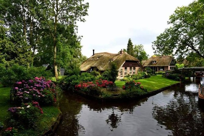 Giethoorn and Zaanse Schans Day Tour