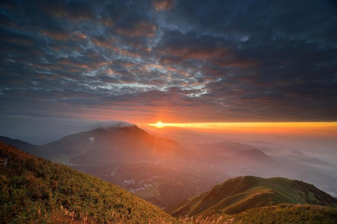 Private Taipei Sunrise Tour in Yangmingshan National Park photo 1
