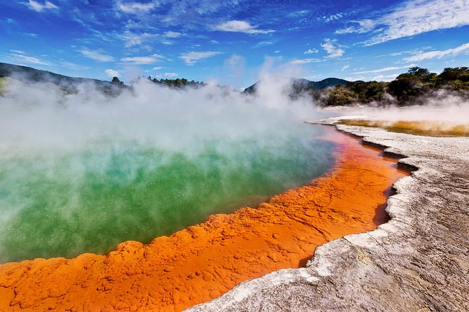 Hobbiton & Rotorua including Wai-O-Tapu - Small Group Tour from Auckland