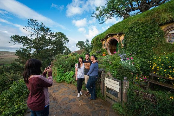 Hobbiton Movie Set Small Group Day Tour from Auckland