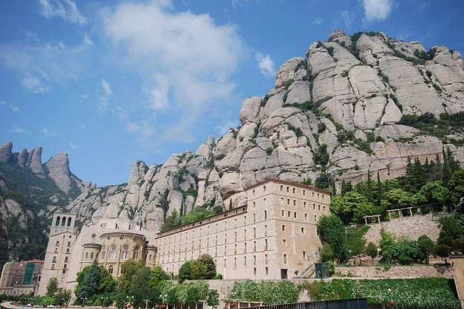 Barcelona Highlights Tour and Montserrat Monastery with Hotel Pick-up