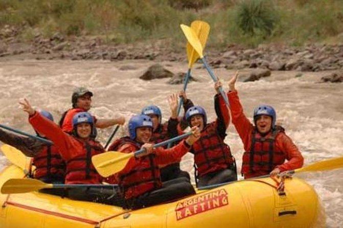 Meio dia de aventura de rafting no Rio Mendoza