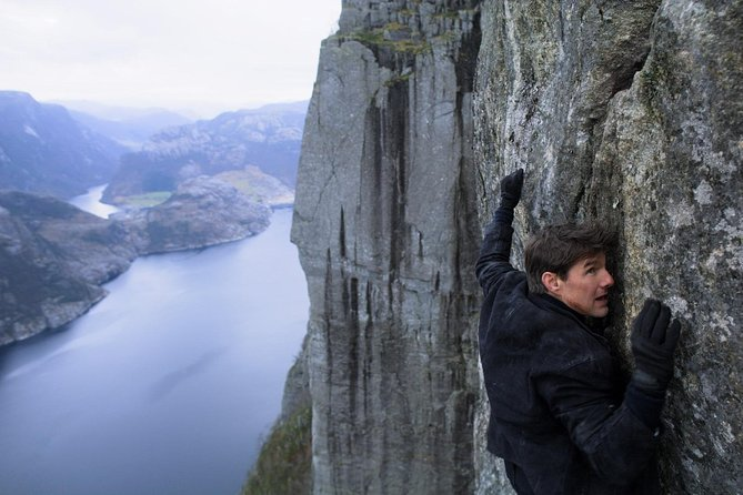 Tom Cruise climbing at Preikestolen