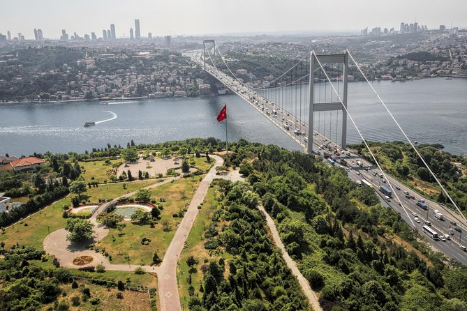 Bosphorus Full Day Tour: Bosphorus Cruise, Uskudar and Dolmabahce Palace