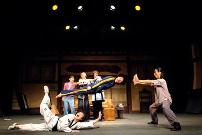 Skip the Line: 'Jump' Acrobatic Show Ticket and Dinner in Seoul