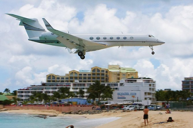 Watch planes fly overhead at Maho Beach!