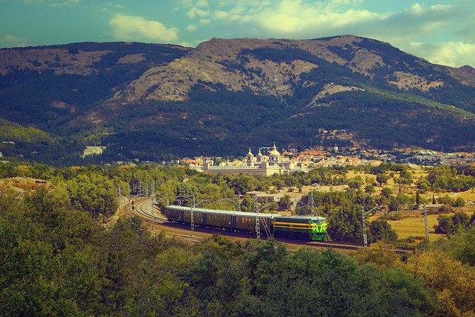 San Lorenzo de El Escorial Guided Tour by Train from Madrid