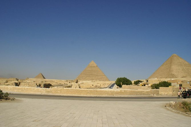 Layover day at The pyramids,Memphis and Saqqara