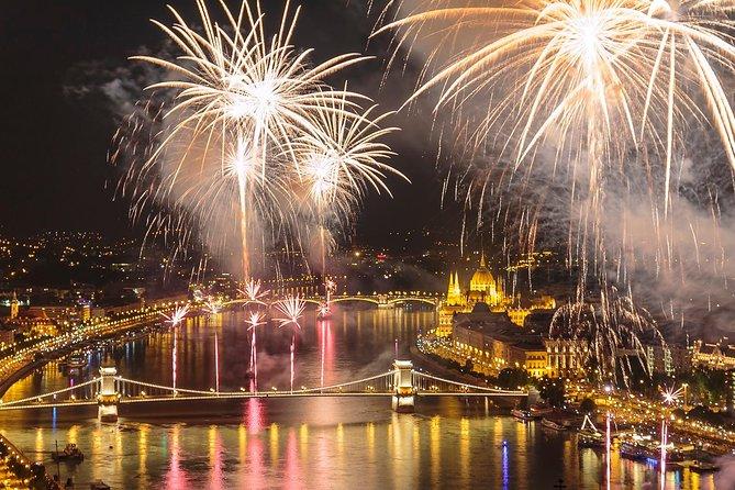 Celebración del día de San Esteban en un crucero con cena y fuegos artificiales
