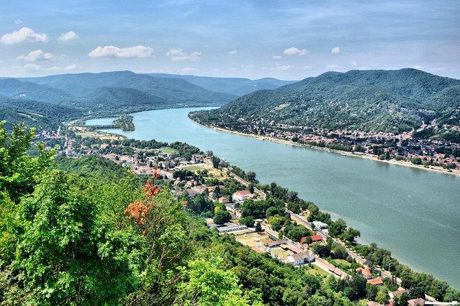 Tour privado en helicóptero: Budapest Little Danube Bend y Esztergom Vuelo incluido traslados