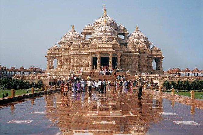 Private Spiritual Tour: Akshardham Temple, Lotus Temple & ISKCON in South Delhi