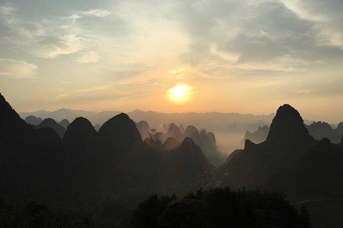 Private half-day tour of Xiang gong hill Sunrise and Fu li bridge in Yangshuuo