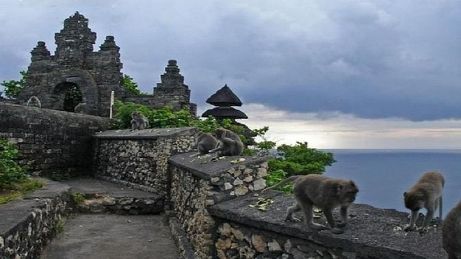 Uluwatu Temple and Jimbaran Dinner Package