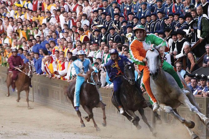 Siena's Palio Horse Race from Florence Including Sightseeing Tour and Dinner