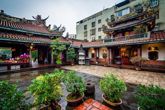 Religious Worship Culture in Dadaocheng Private Tour with English-Speaking Guide