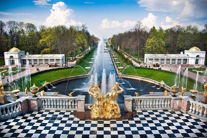 St. Petersburg Peterhof Palace Private Tour with Admission