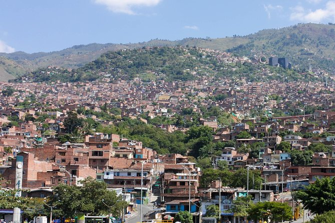 Medellin by Metro: Botero Plaza, Botanical Gardens and Santo Domingo Library