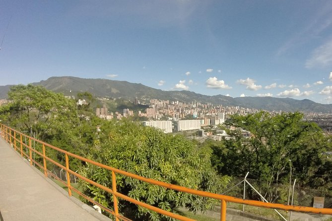 Medellin Combo City Tour Including Street Art and Food Tour