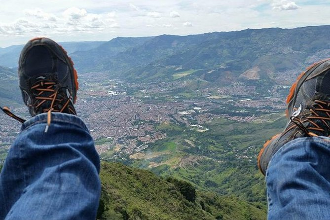Private Medellin Paragliding and Christmas Lights Tour