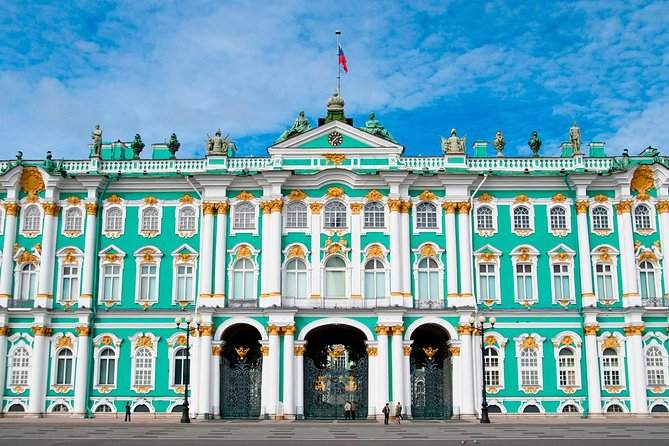 One-Day Essential Tour of St Petersburg with Hermitage & Canal Cruise