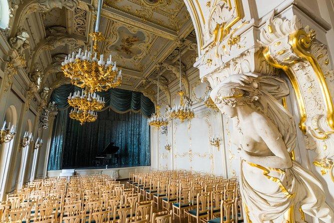 Spettacolo-concerto di musica classica russa nel palazzo di Vladimir