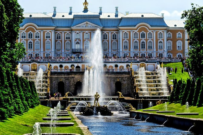 Private Tour of Parks and Palaces of St Petersburg in One Day