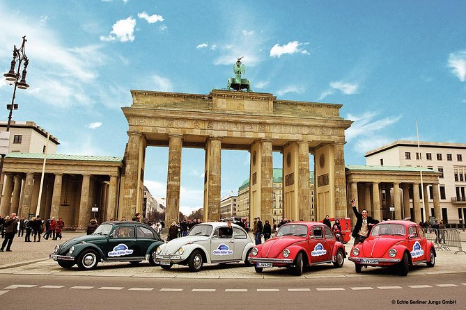 4h Berlin Discovery Tour in an Oldtimer Volkswagen Beetle